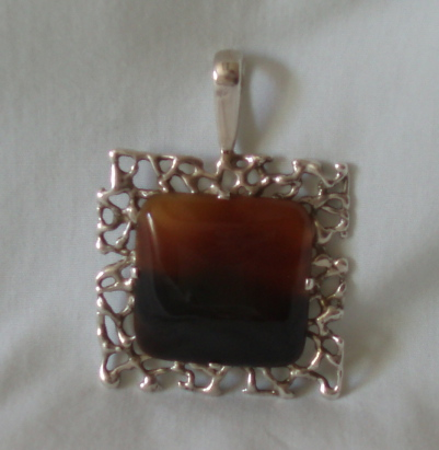 brown_pendant_1.jpg