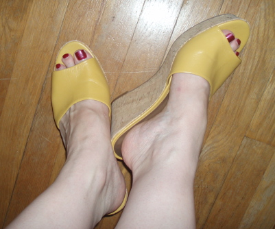 yellow_shoes.jpg